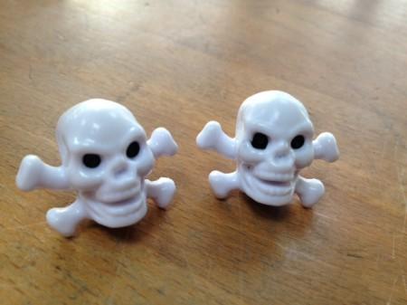 Valve Caps Skull&Bones, white